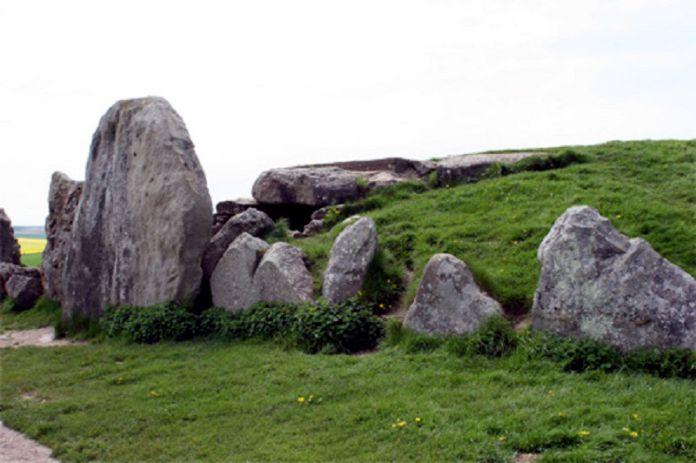 Túmulo-alargado-de-West-Kennet-3650-a.C.-Gran-Bretaña.jpg