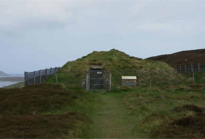 Tumba-sin-nombre-en-Escocia-3350-a.C.-Gran-Bretaña.jpg