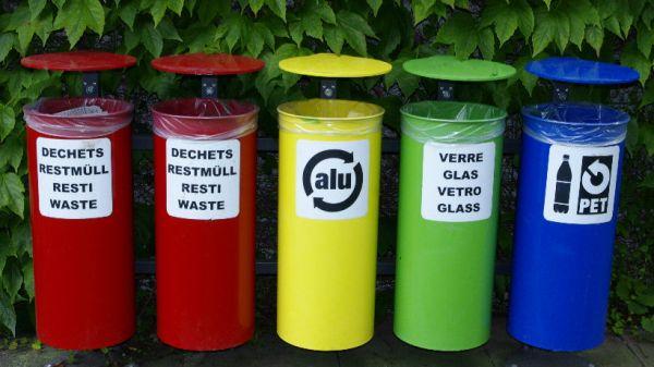Botes de basura para distintos tipos de residuos