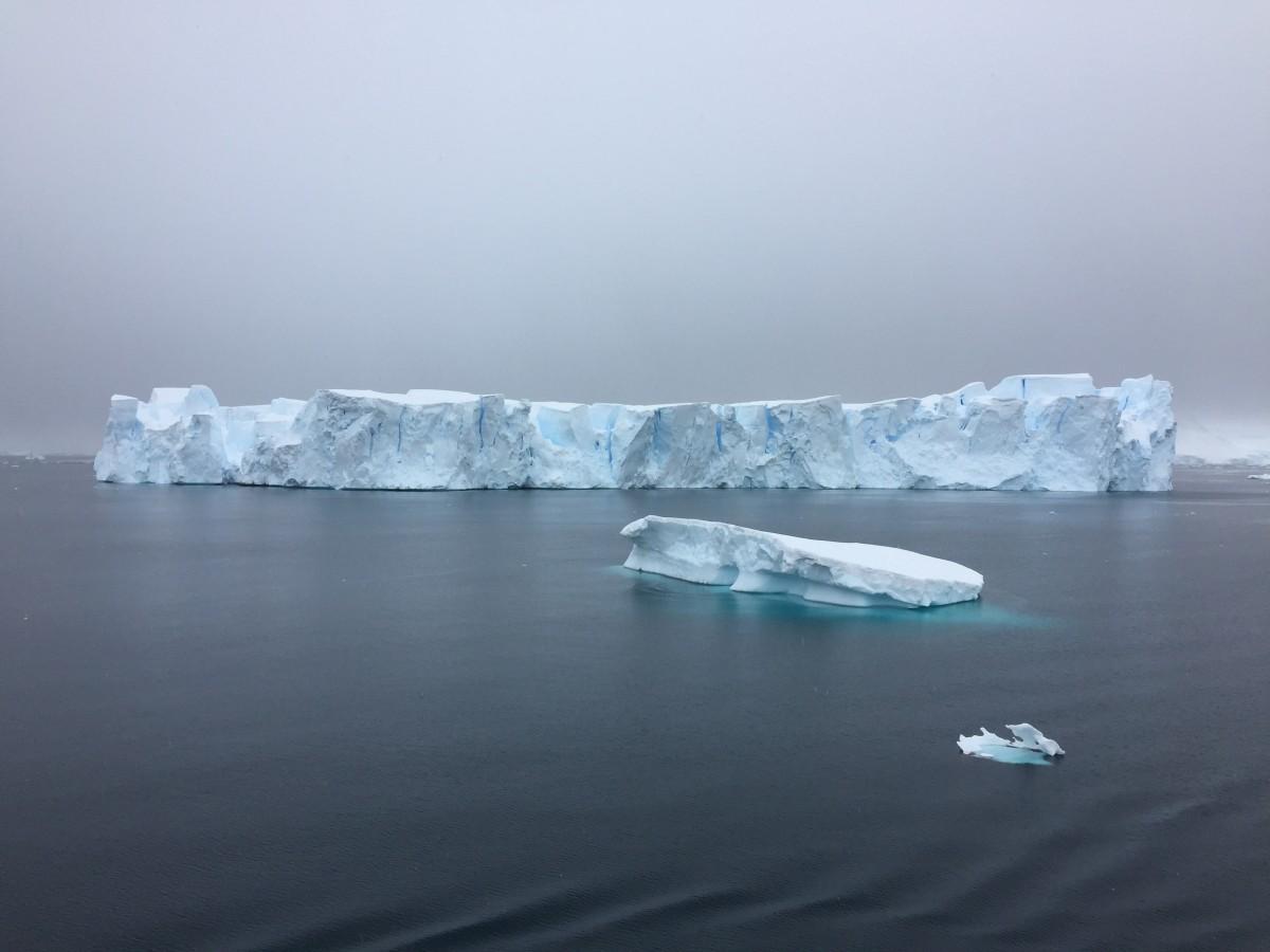 Cambio climático hielo derritiéndose